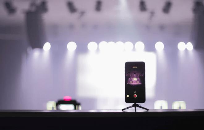 bład mikrofonu iphone 8